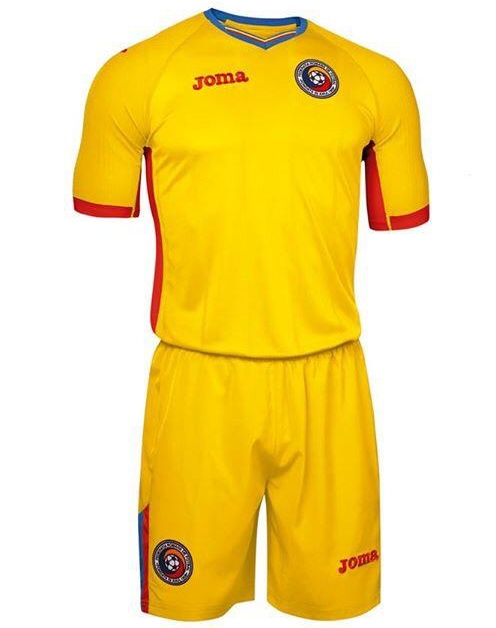 Based on the same template as the home shirt 674d18d26
