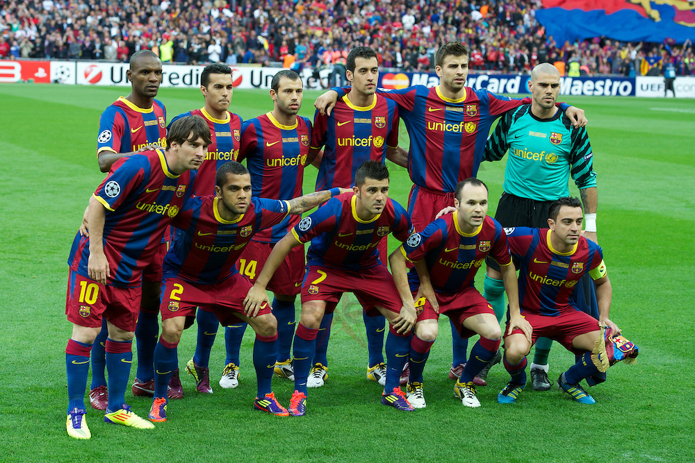 LONDON, ENGLAND, Saturday, May 28, 2011: FC Barcelona's players line up for a team group photograph before the UEFA Champions League Final against Manchester United at Wembley Stadium. Back row L-R: Eric Abidal, Pedro Rodriguez, Javier Mascherano, Sergio Busquets, Gerard Pique, goalkeeper Victor Valdes. Front row L-R: Lionel Messi, Daniel Alves, David Villa, Andres Iniesta, captain Xavi Hernandez. (Photo by Chris Brunskill/Propaganda)