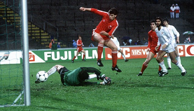 ERIC BLACK GOAL (ABERDEEN). ABERDEEN V REAL MADRID, 11/05/83. EUROPEAN CUP WINNERS CUP 83. CREDIT: COLORSPORT