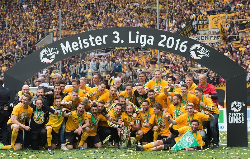 Dynamo Dresden   Home Shirt Banner