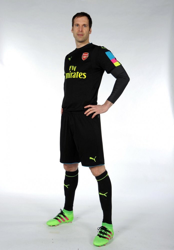 reputable site 43e1a 08f44 Arsenal Launch 2016/17 Goalkeeper Kit