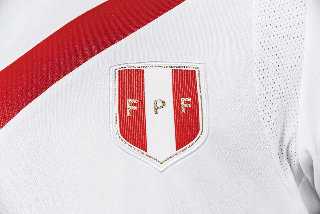 peru-2016-copa-america-home-kit-badge