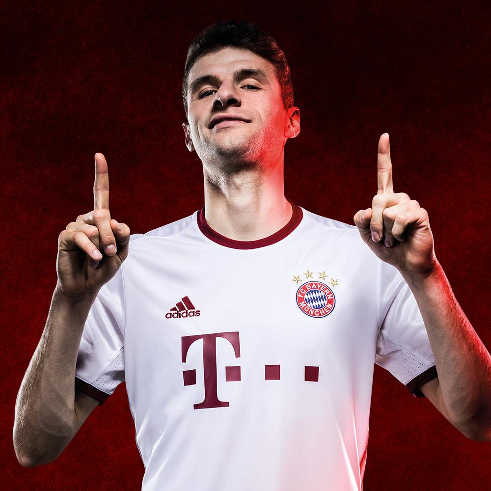 Bayern Munich Third Kit 2016/17 Mueller