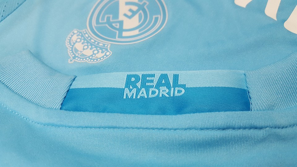 Real-Madrid-16-17-Goalkeeper-Kit-logo