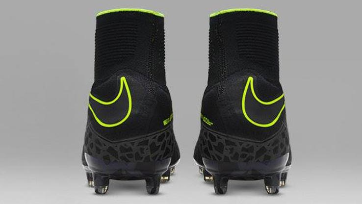 nike-pitch-dark-hypervenom-phantom rear