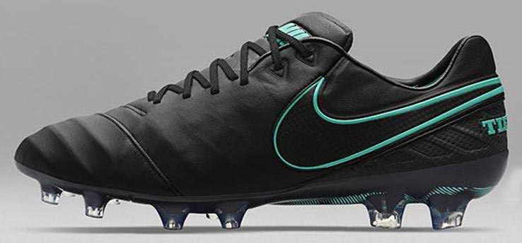 nike-pitch-dark-tiempo-legend-vi-left