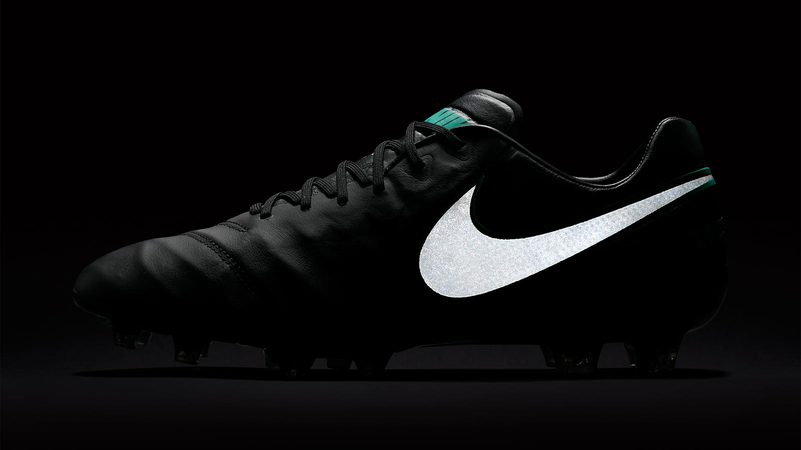 nike-tiempo-legend-6-2016-boots-black-turquvoise-side