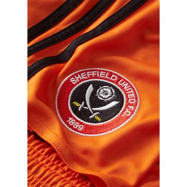sheffield-united-16-17-kit-away-shorts-badge