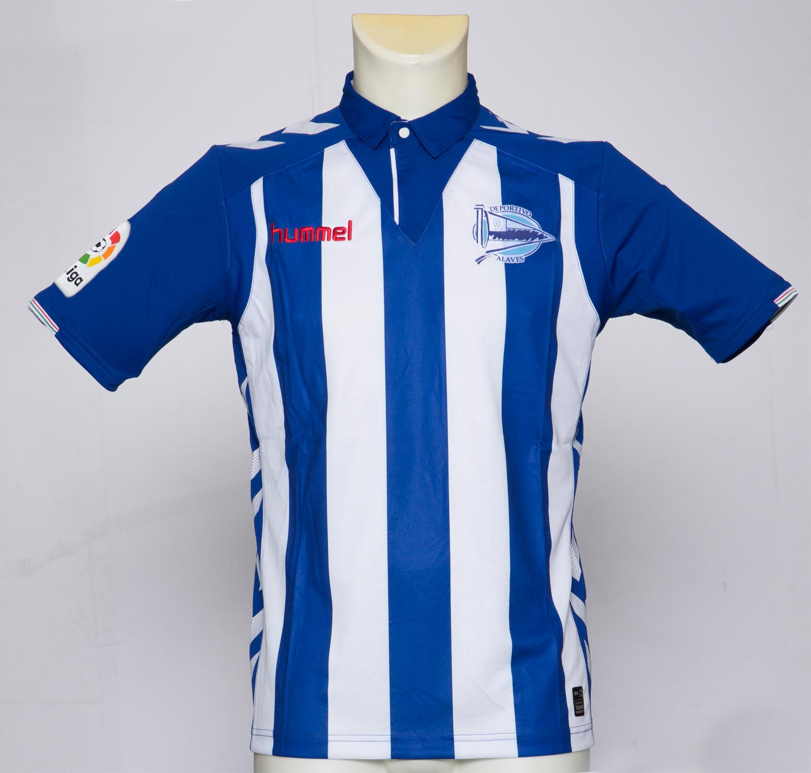 alaves-16-17-la-liga-home-kit-front