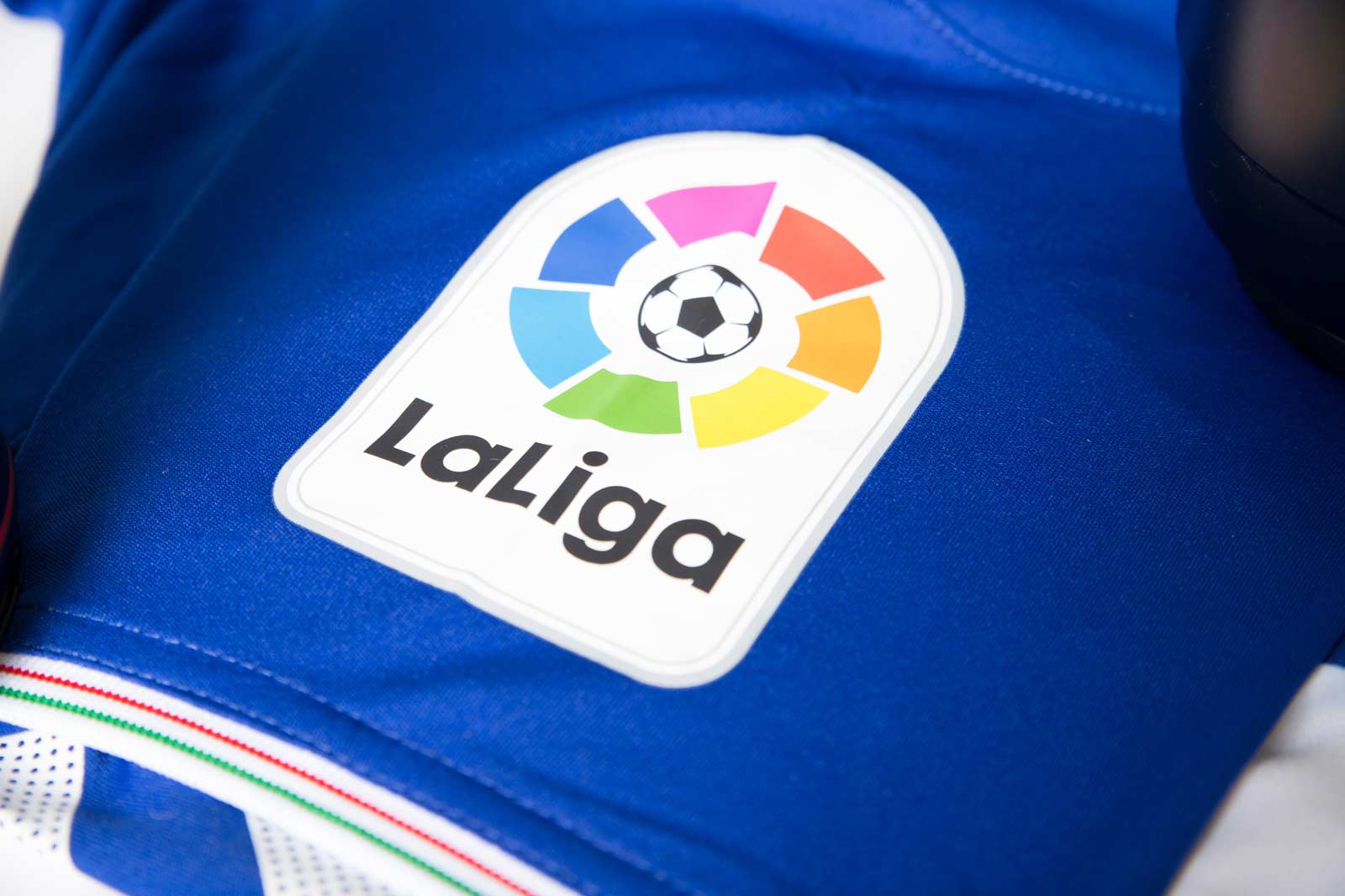 alaves-16-17-la-liga-home-kit-patch