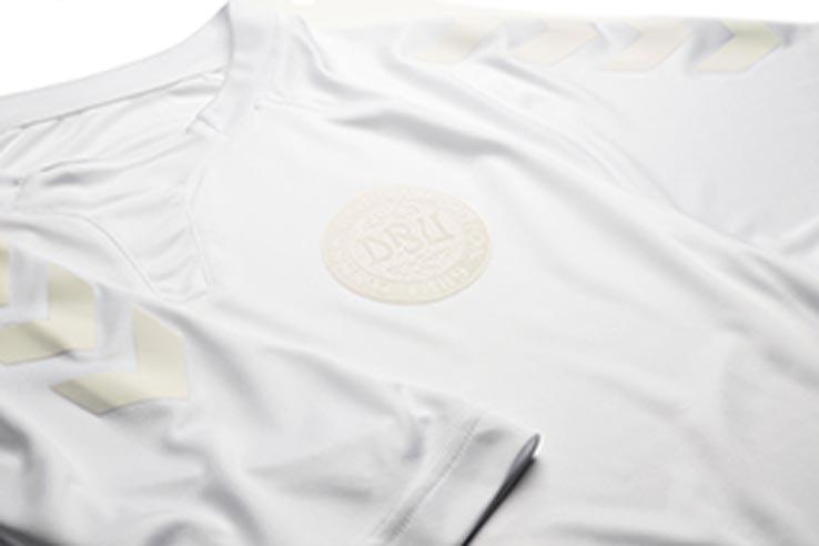 all-white-special-edition-hummel-denmark-kit-crest