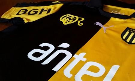 Peñarol-125-years-kit chest