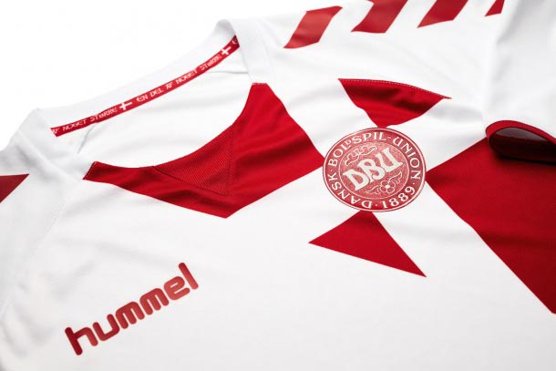 hummel-denmark-2016-2017-away-kit-collar
