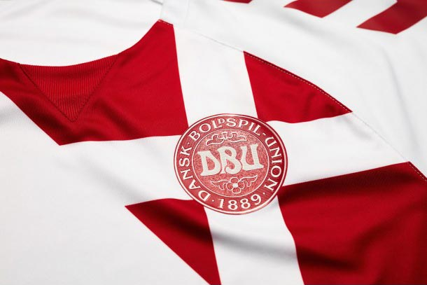 hummel-denmark-2016-2017-away-kit-feature