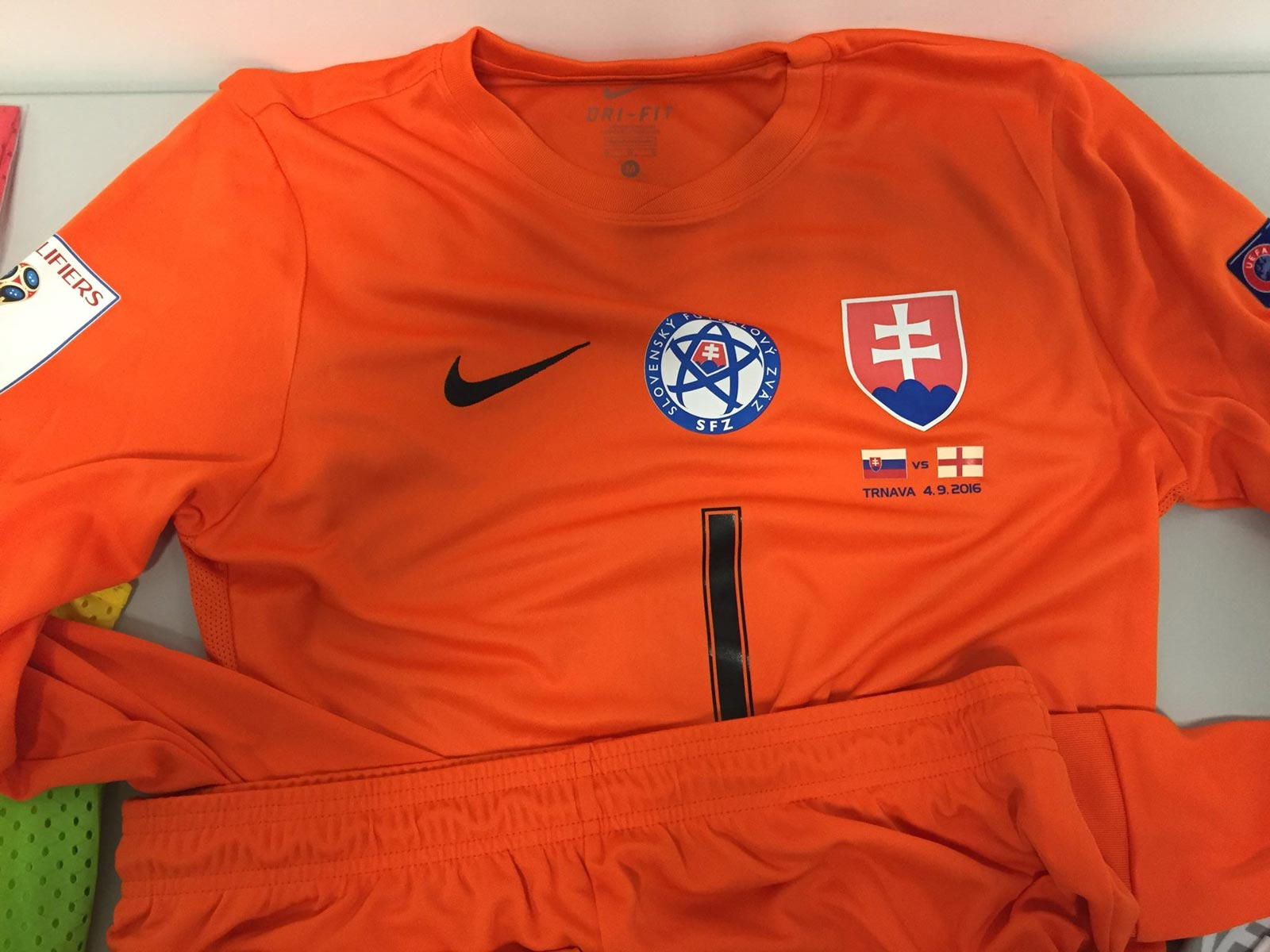 990093164 ... nike-slovakia-2018-world-cup-qualifiers-kit-goalkeeper