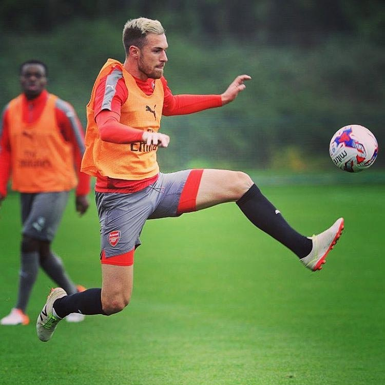 aaron-ramsey-shows-off-unique-new-balance-boots-action