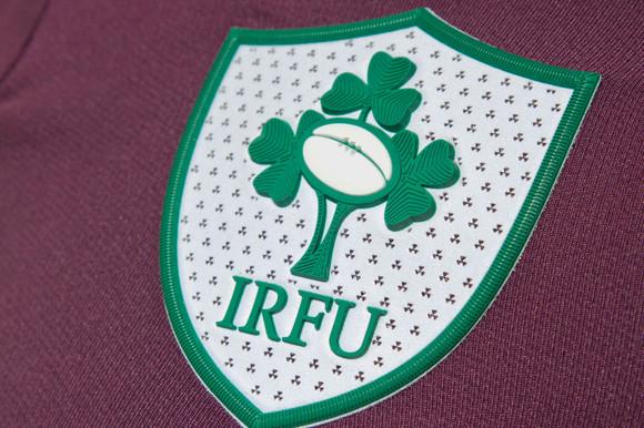 ireland-away-16-17-crest