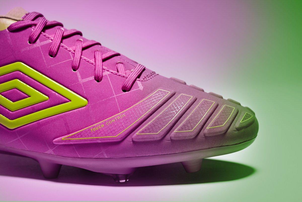 purple-cactus-umbro-ux-accuro-boots-toe