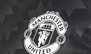 manchester-united-2017-18-away-kit-chest