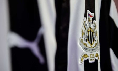 newcastle-united-17-18-home-kit-crest