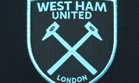west_ham_united_2017_2018_umbro_away_kit_crest