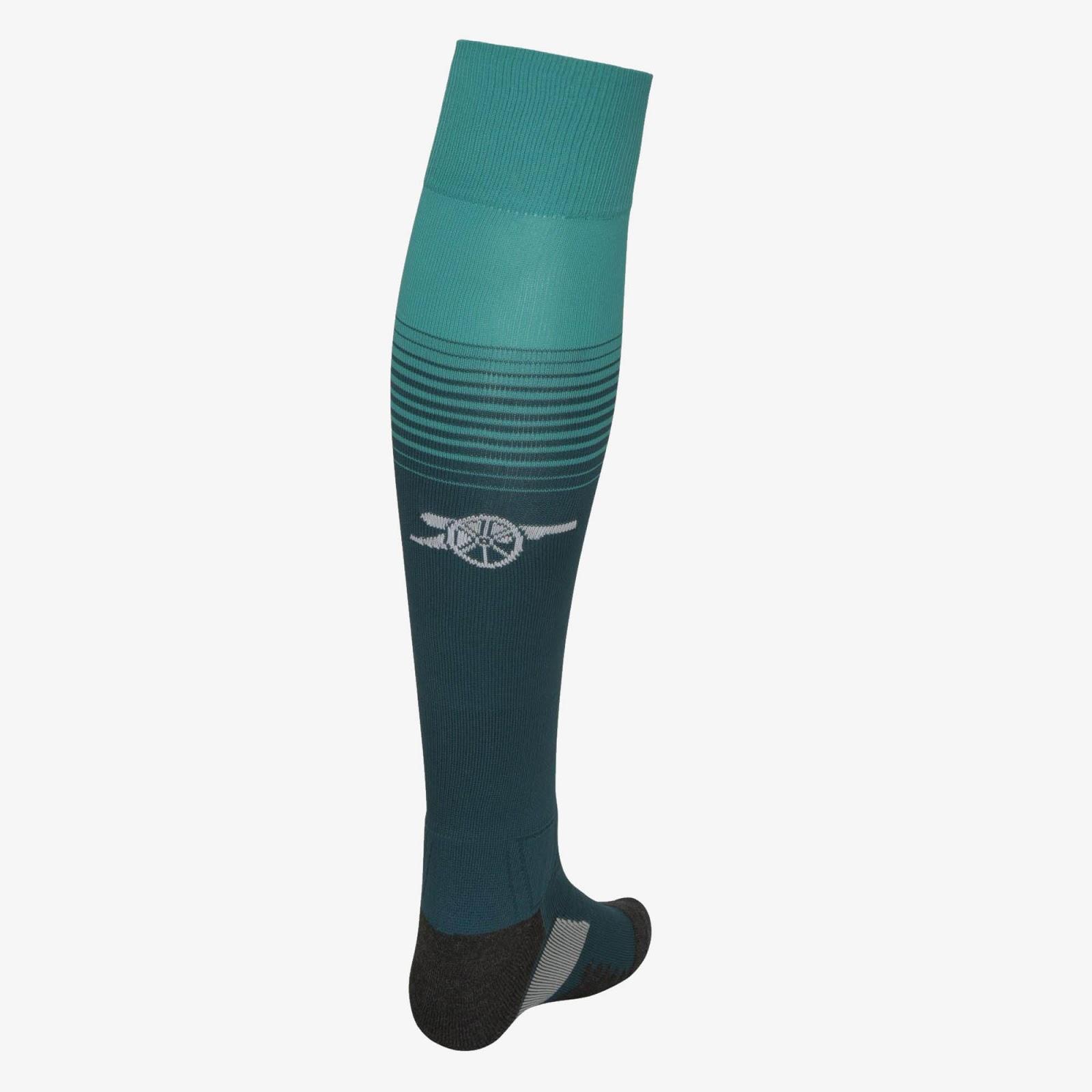 arsenal-17-18-goalkeeper-home-socks