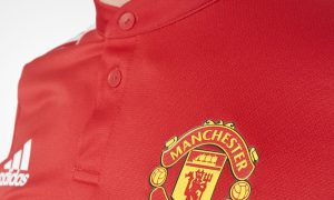 manchester_united_17_18_adidas_home_kit_crest