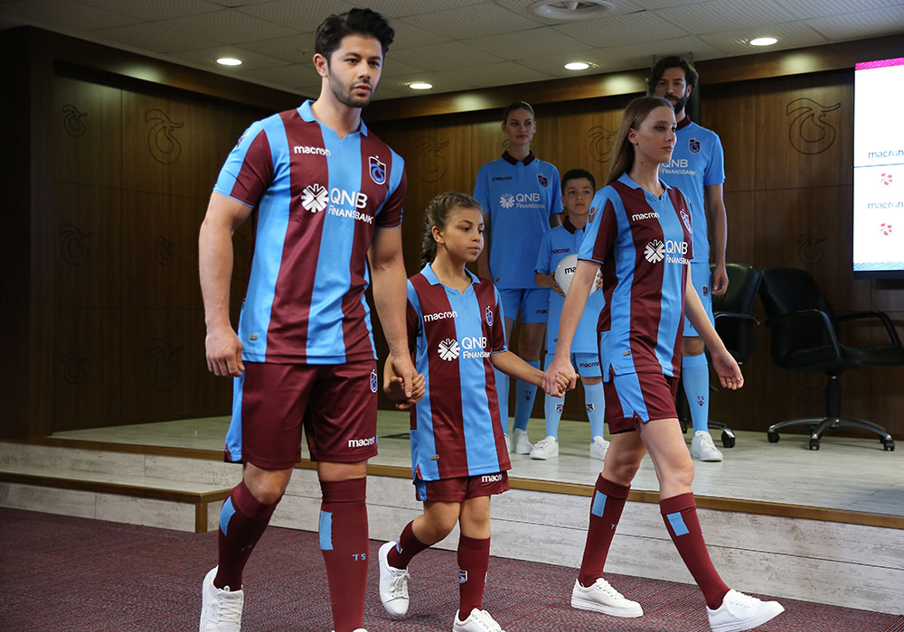 trabzonspor_18_19_macron_home_kit_f