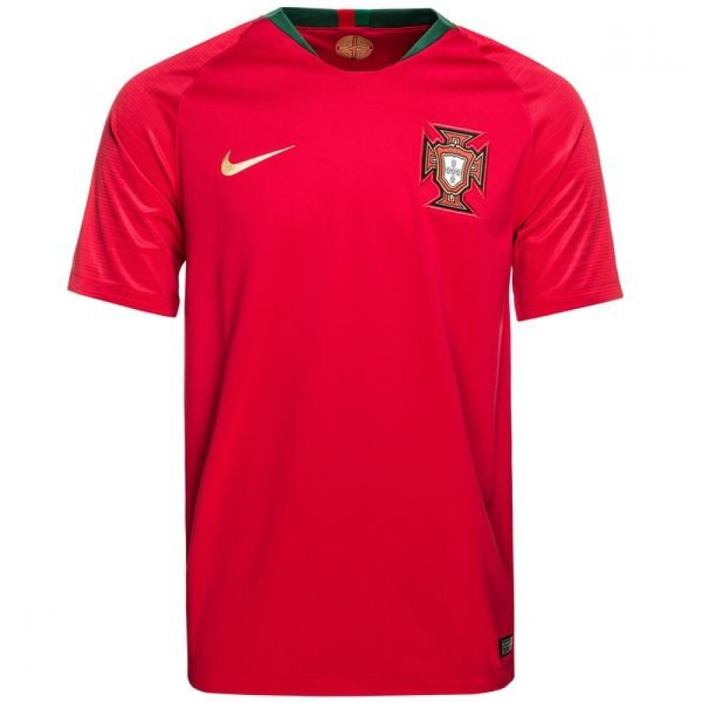 the best attitude ab0dc 7b0fe 2018-2019 Portugal Home Nike Football Shirt